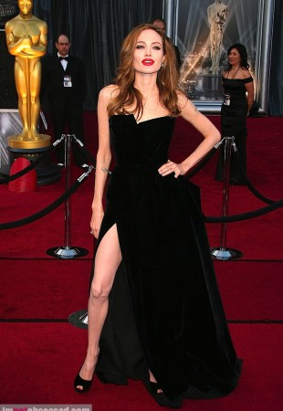 angelina-jolie-cameron-diaz-and-more2012-02-27_05-43-48hit-the-oscars-red-carpet