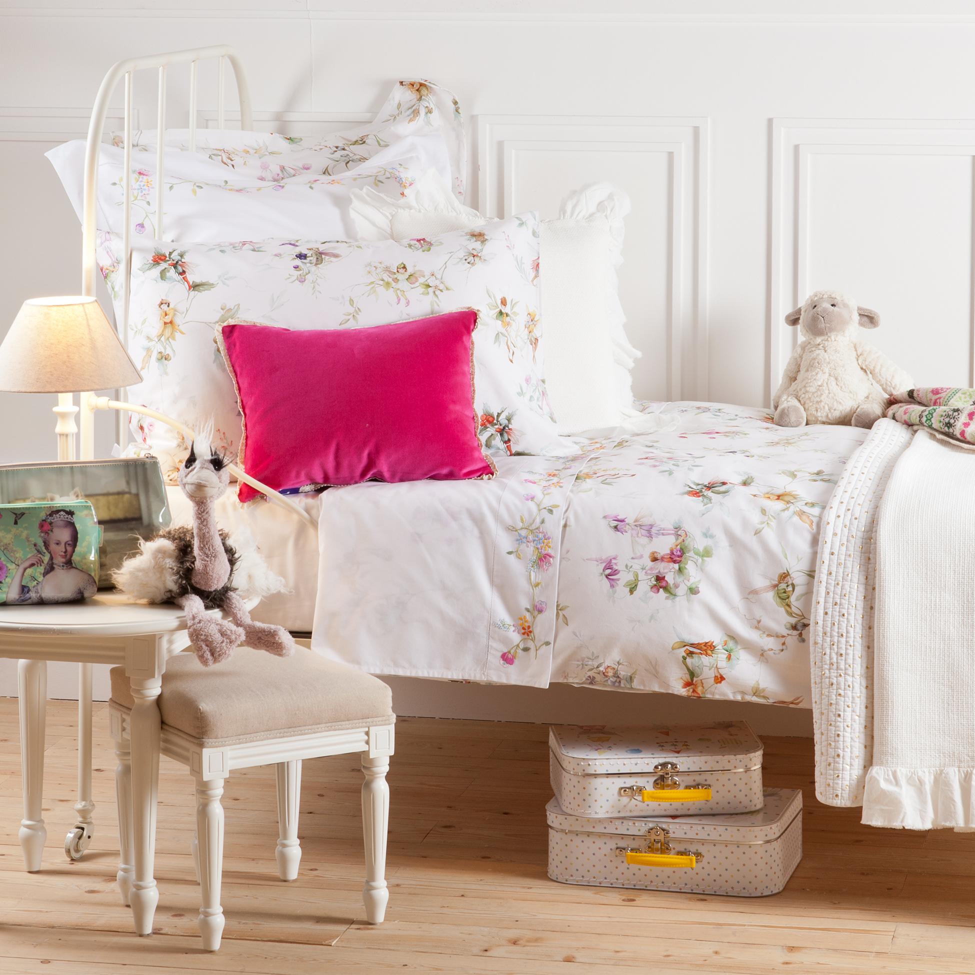 zara home arrive en ville dans la cabine. Black Bedroom Furniture Sets. Home Design Ideas
