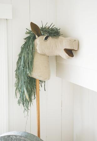 simone_chevalcloseup