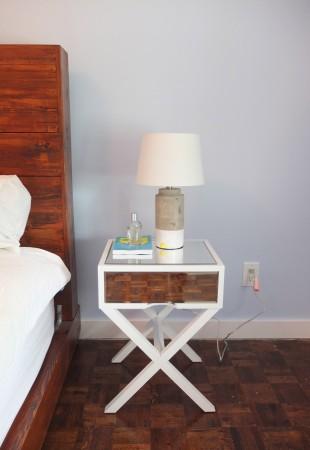 nouvelle lampe et table de chevet de chez Target