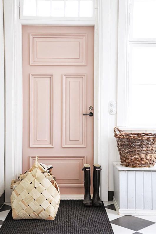 Porte rose et teinte neutre pour l'entrée_Pompeli