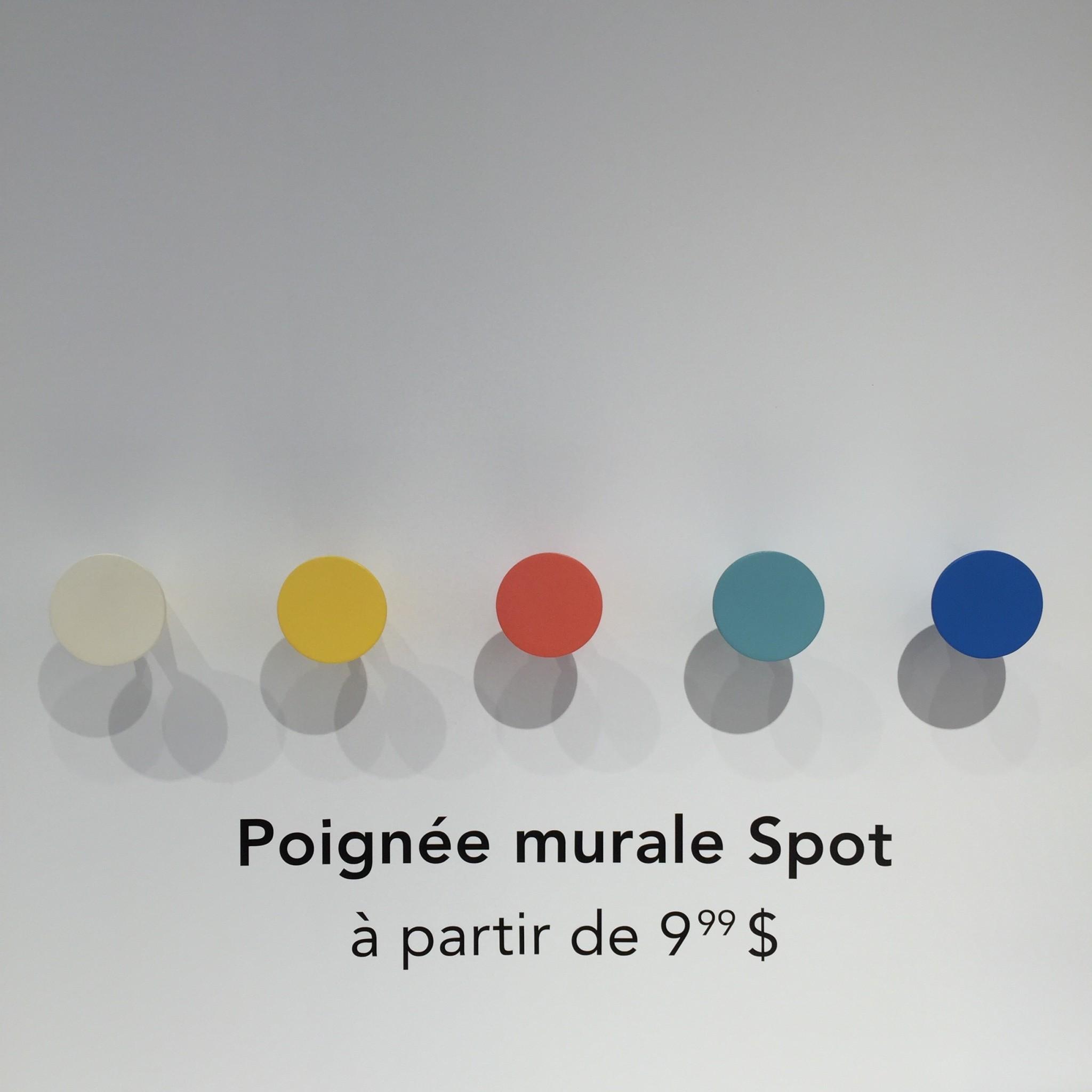 Poignée murale Spot à partir de 9,99$ (Nathalie a succombé à la version marbre et la bleu pour la chambre de BB Oliver)