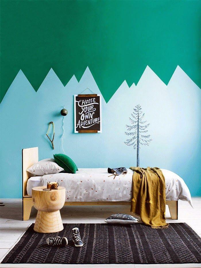 Tabouret de bois et couleurs vives