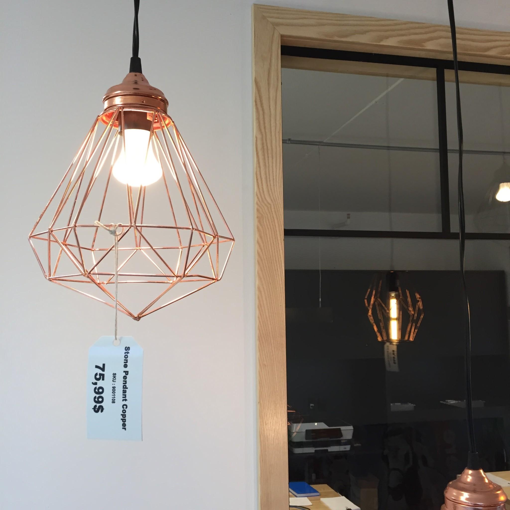 Luminaire cuivré suspendu 75,99$ à La Galerie du Design