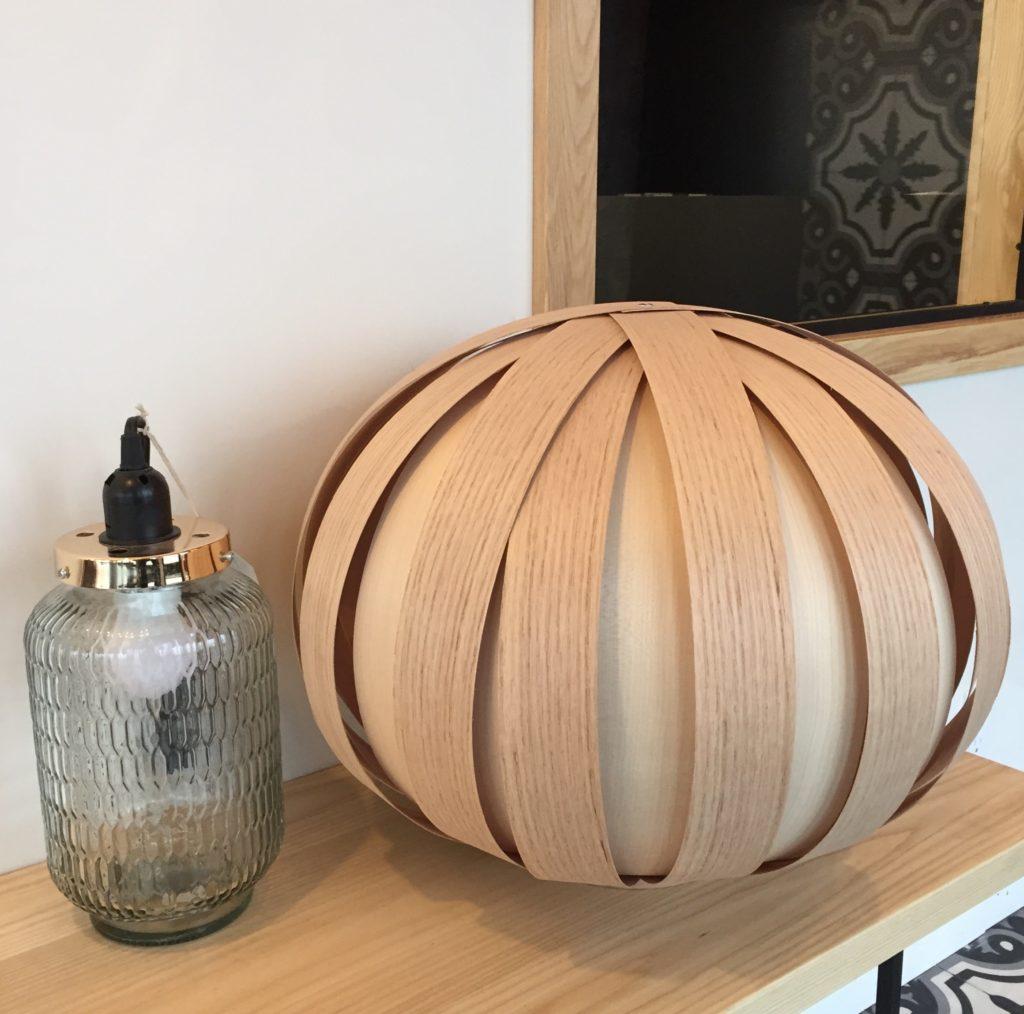 Lampe en verre 59,99$ et lampe de table Atelier Cocotte 380$ à La Galerie du Design