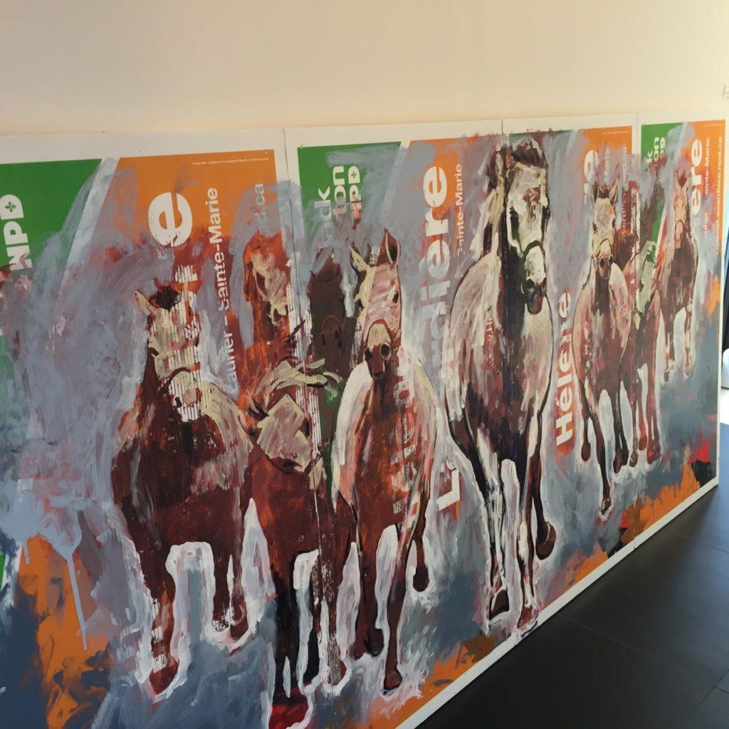 Peinture d'Yvon Goulet sur pancarte du NPD à La Galerie Design