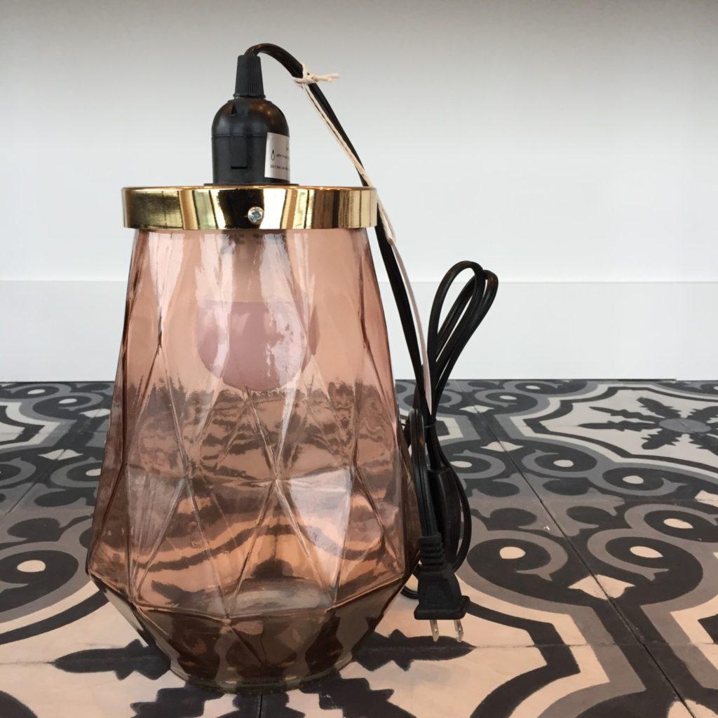 Lampe géométrique pêche 59,99$ Galerie du Design