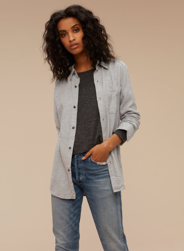 J'ai une chemise de flanelle grise a remplacer (elle tombe en lambeaux) alors je vais me permettre cette parfaite chemise de flanelle de chez Artizia en solde a 24,98$. Joy? YES, besoin? YES