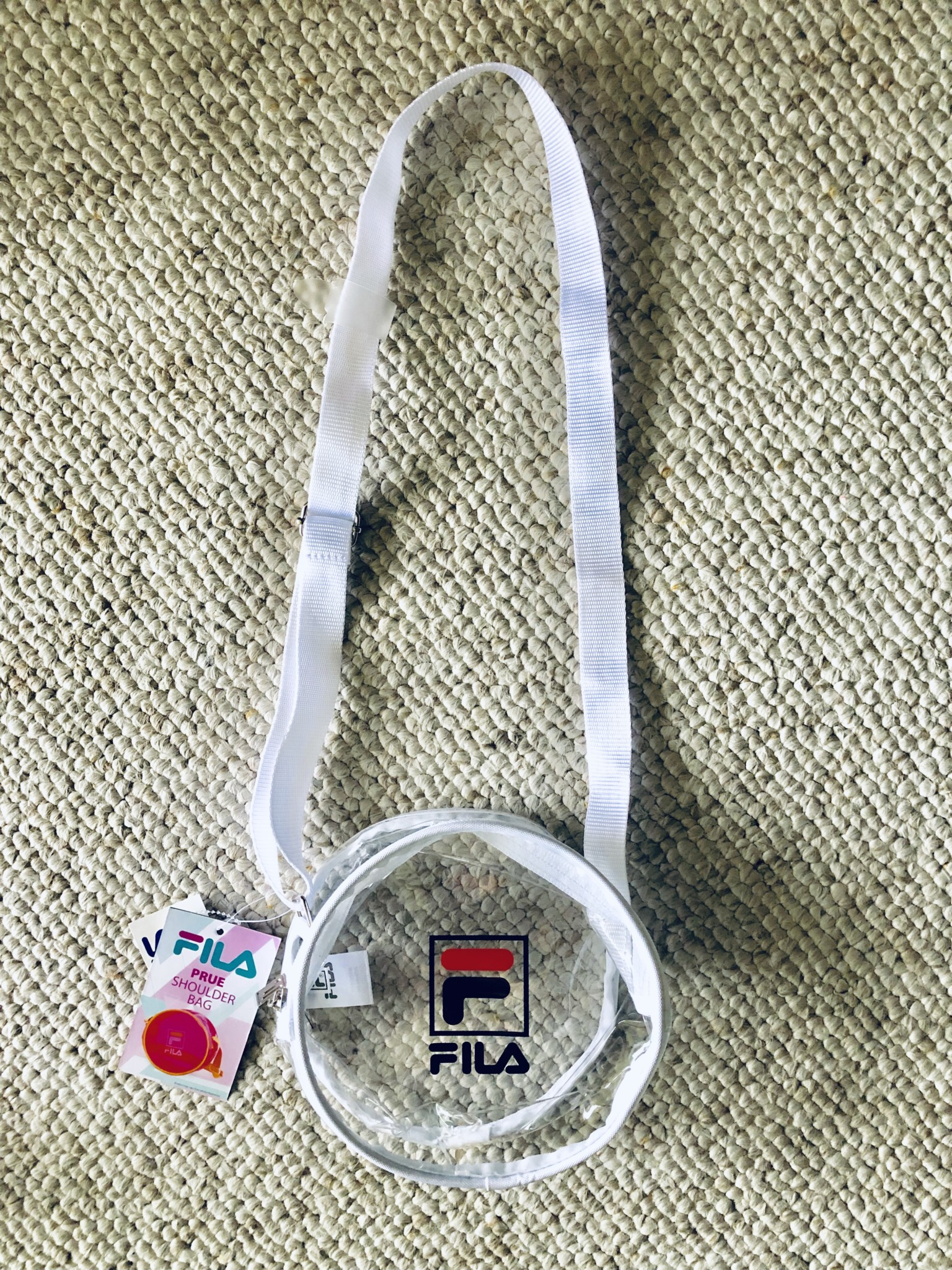 Petit sac transparent FILA que j'aimais bien, mais surtout pour son prix de 7,99$ alors gentiment retourné.