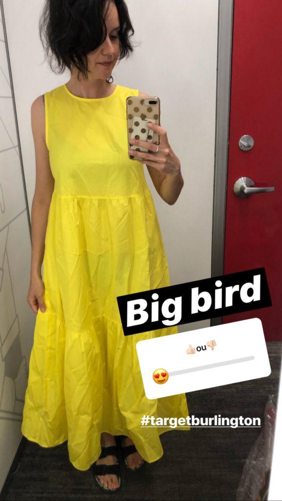 La robe big bird de la collection Who What Wear que j'aimais beaucoup mais trop serrée sous les bras